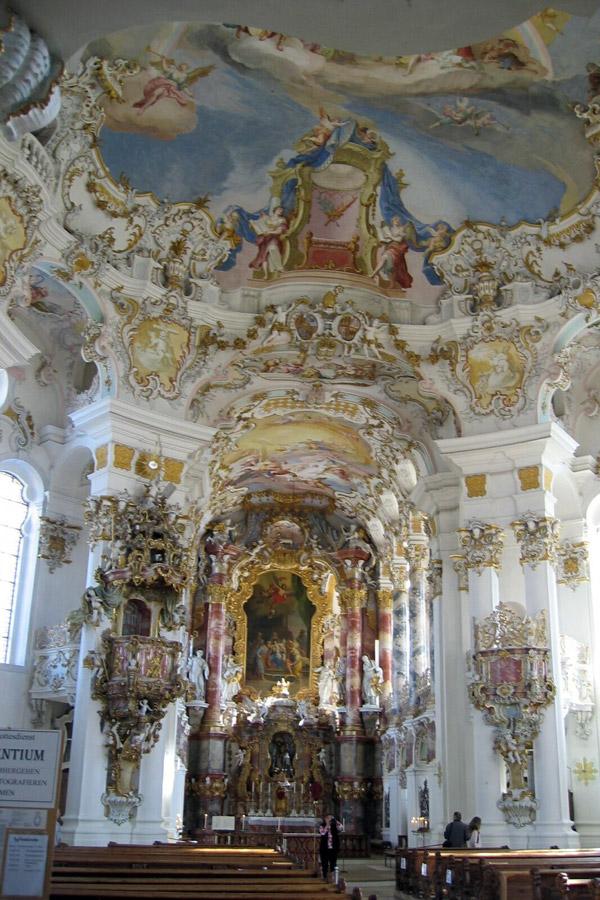 Kościół pielgrzymkowy w Wies, ołtarz główny. Dominikus Zimmermann [GFDL (http://www.gnu.org/copyleft/fdl.html) or CC-BY-SA-3.0