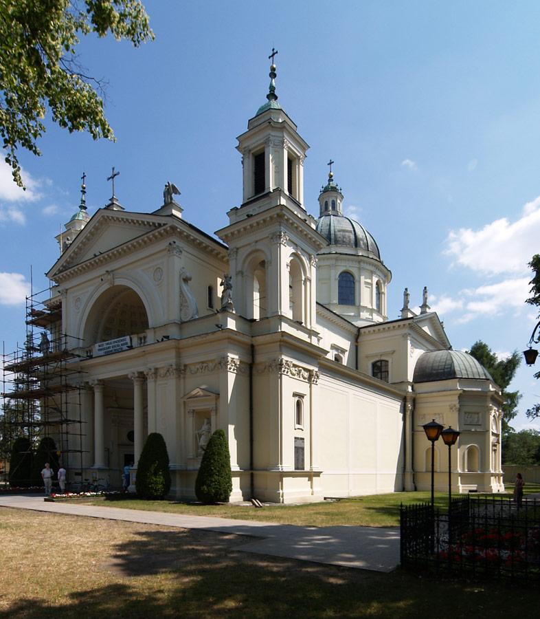 Kościół św. Anny w Wilanowie. By Arnold Paul (Own work) [CC BY-SA 2.5 (http://creativecommons.org/licenses/by-sa/2.5)], via Wikimedia Commons