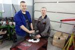 Samochodziarze ZSP odrestaurowali zabytkowy motorower
